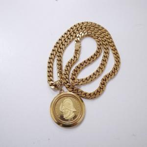 メダル付きネックレス